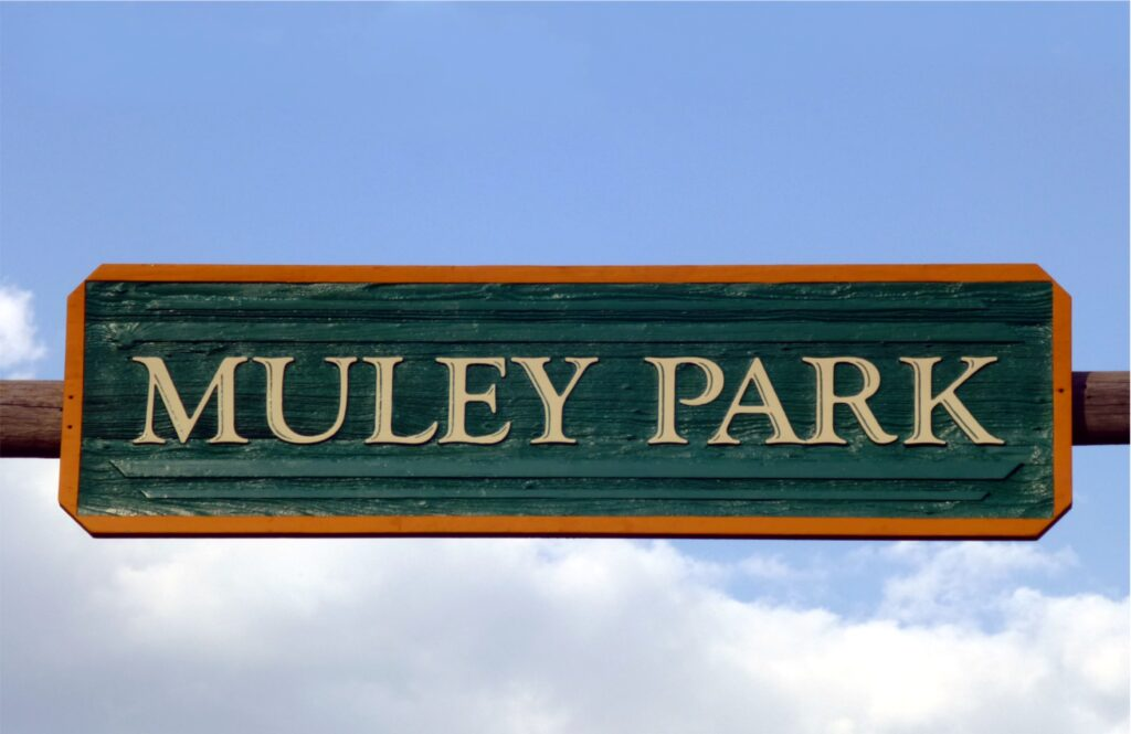 muley park finished hanging sign